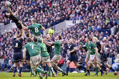 Johnnie Beattie soars above the lineout - photo © Alastair Ross
