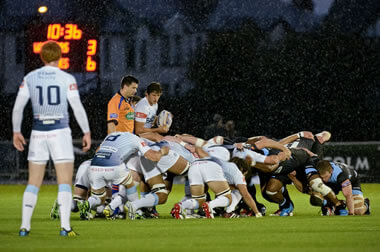 Glasgow vs Cardiff scrum - pic © Al Ross