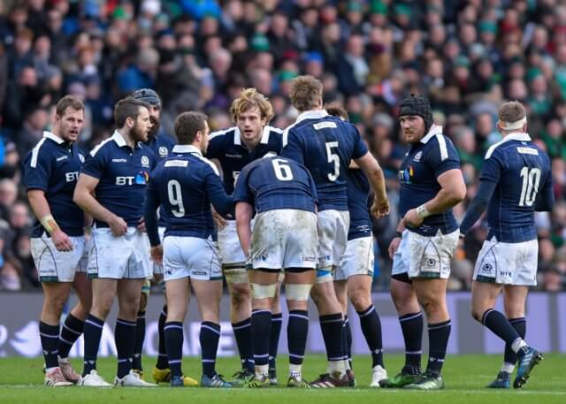 Greig Laidlaw plans with his troops - pic © Alastair Ross / Novantae Photography